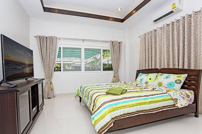Bedroom views with TV Of Thammachat P3 Vints No.140 (Second)
