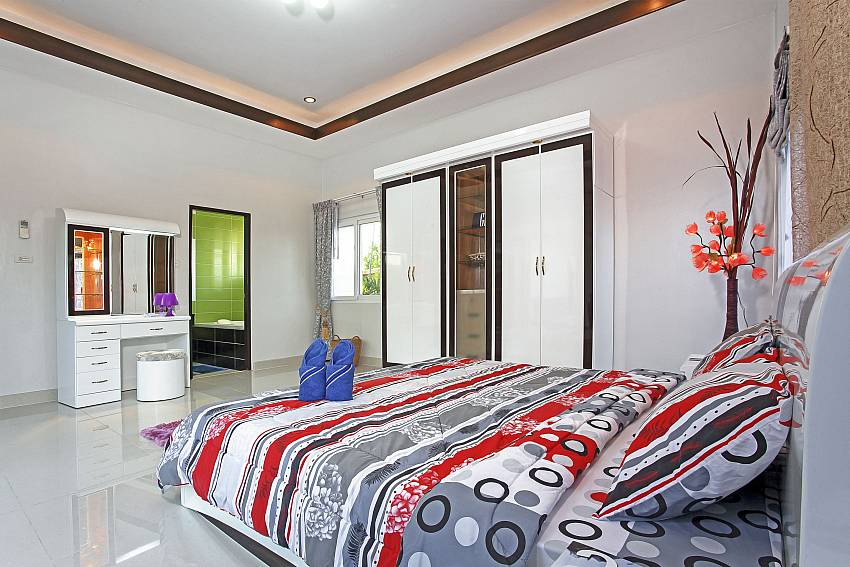 Bedroom with en suite bathroom Of Thammachat P3 Vints No.140 (Third)