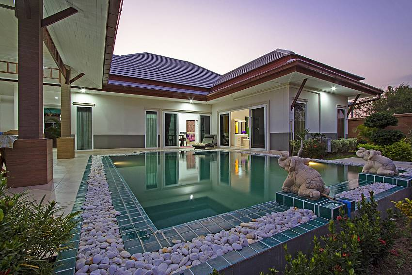The overall atmosphere of the house with a swimming pool Of Thammachat P3 Vints No.140