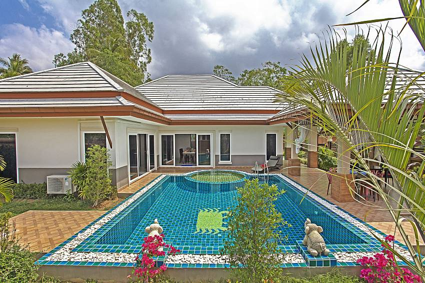 House and garden with swimming pool Of Thammachat P3 Vints No.141
