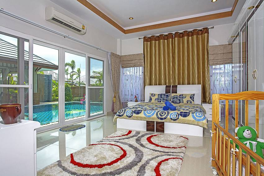 Large bedroom near the pool Of Thammachat P3 Vints No.141 (First)