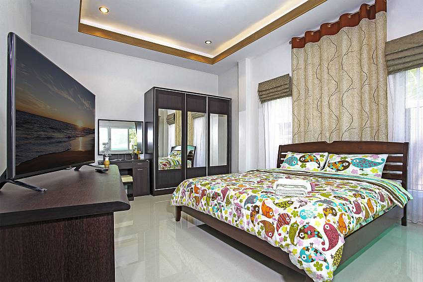 TV with wardrobe in the bedroom Of Thammachat P3 Vints No.141 (Second)