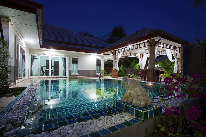 Swimming pool at night time Of Thammachat P3 Vints No.141