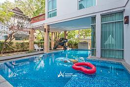 บ้านพัก 6 ห้องนอน สไตล์โมเดิร์น พร้อมสระว่ายน้ำ ใกล้ชายหาดนาจอมเทียน พัทยา