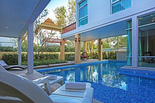 Rent Pattaya Villa: Jomtien Waree 8 - 6 Bed, 6 Bedrooms. 15745 baht per night