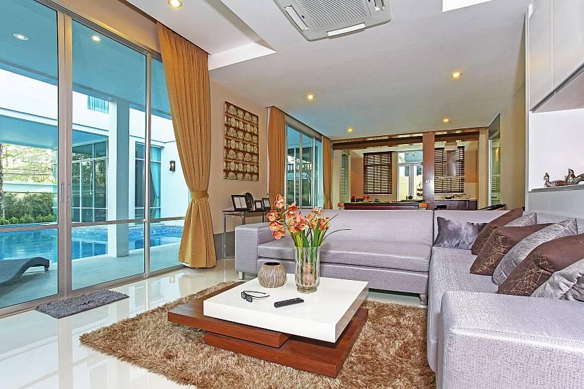 Living room _jomtien-waree_8-bedroom-villa_private-pool_jomtien_thailand