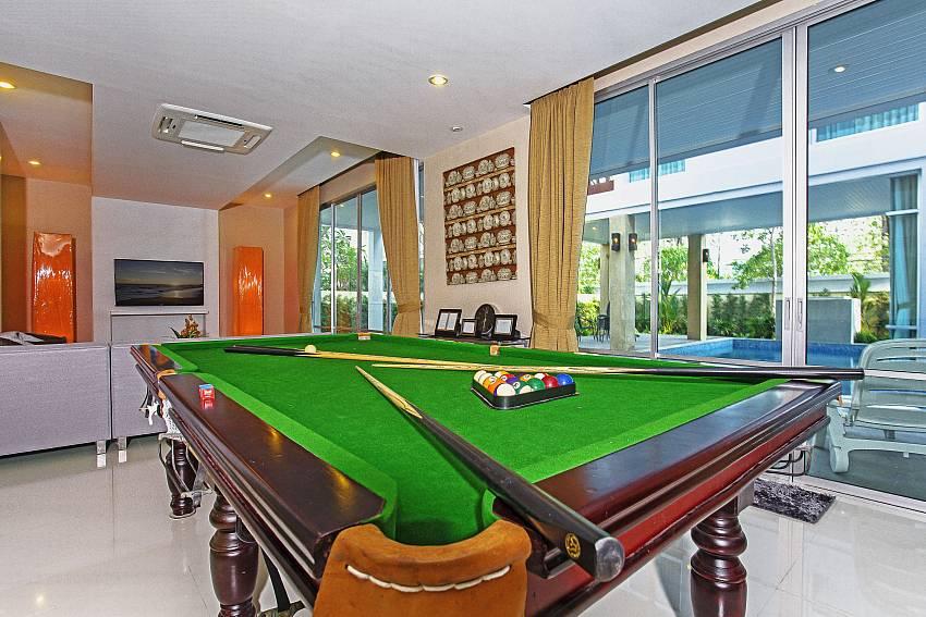 Snooker table_jomtien-waree_8-bedroom-villa_private-pool_jomtien_thailand