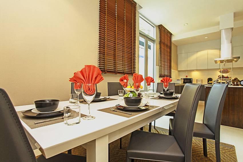 Dinning table_jomtien-waree_8-bedroom-villa_private-pool_jomtien_thailand