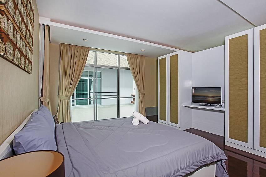Bedroom 4_jomtien-waree_8-bedroom-villa_private-pool_jomtien_thailand