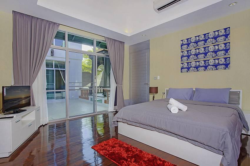 Bedroom 5_jomtien-waree_8-bedroom-villa_private-pool_jomtien_thailand