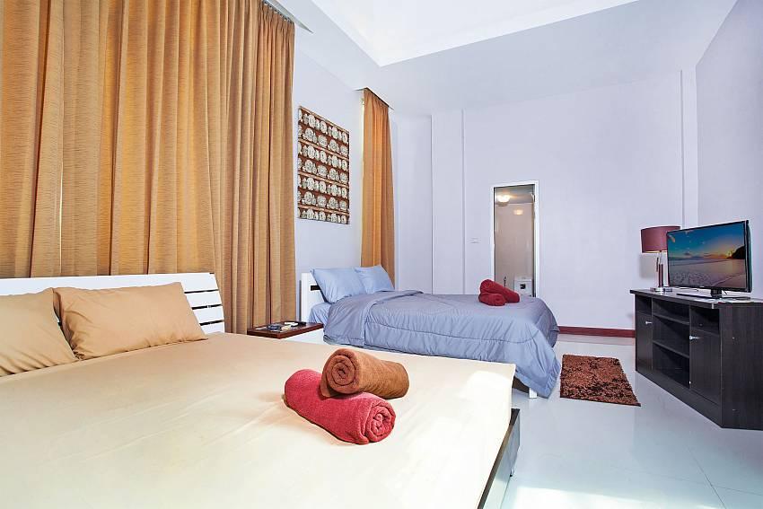 Bedroom 6_jomtien-waree_8-bedroom-villa_private-pool_jomtien_thailand