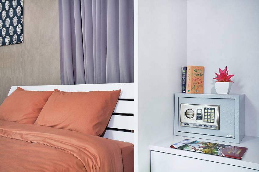 Safe in bedroom 2_jomtien-waree_8-bedroom-villa_private-pool_jomtien_thailand