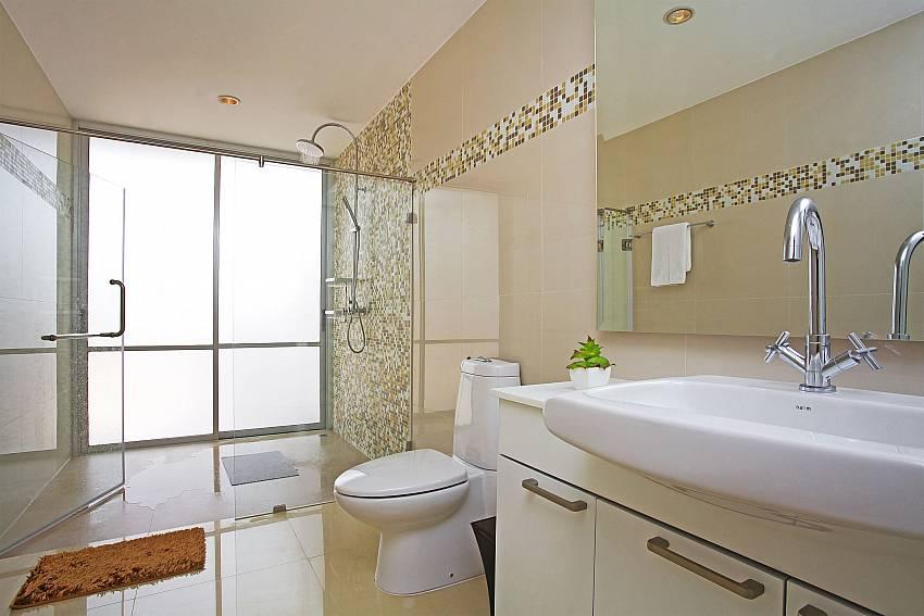 Bathroom1_jomtien-waree_8-bedroom-villa_private-pool_jomtien_thailand