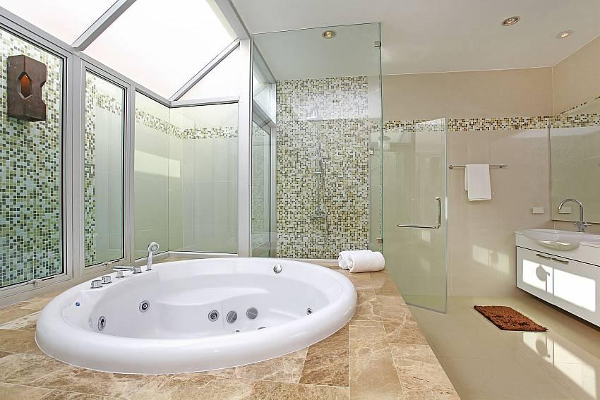 Jacuzzi _jomtien-waree_8-bedroom-villa_private-pool_jomtien_thailand