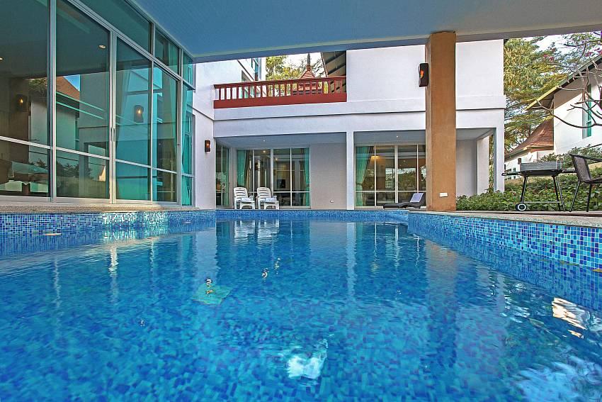 Swimming pool_jomtien-waree_8-bedroom-villa_private-pool_jomtien_thailand