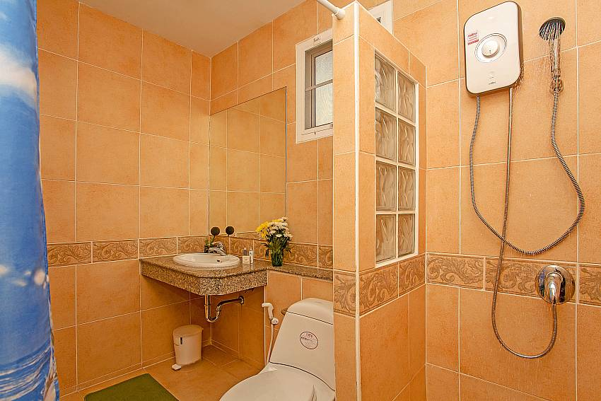 Shower with toilet Of Jomtien Summertime Villa B