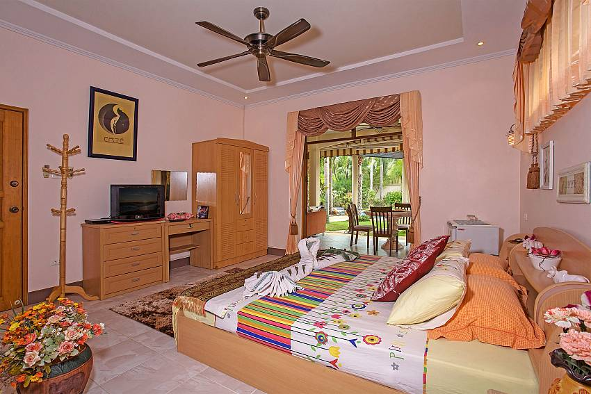 Bedroom with wardrobe and vanity Of Relaxing Palms Pool Villa (Second)