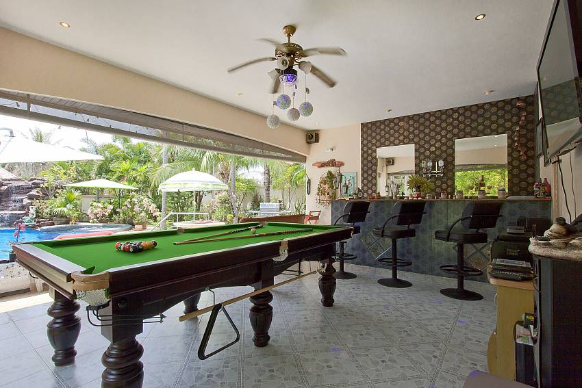 Pool table and bar Relaxing Palms Pool Vill near Banglamung Pattaya