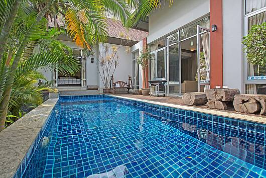 Rent Pattaya Villa: Jomtien Waree 2, 2 Bedrooms. 5528 baht per night