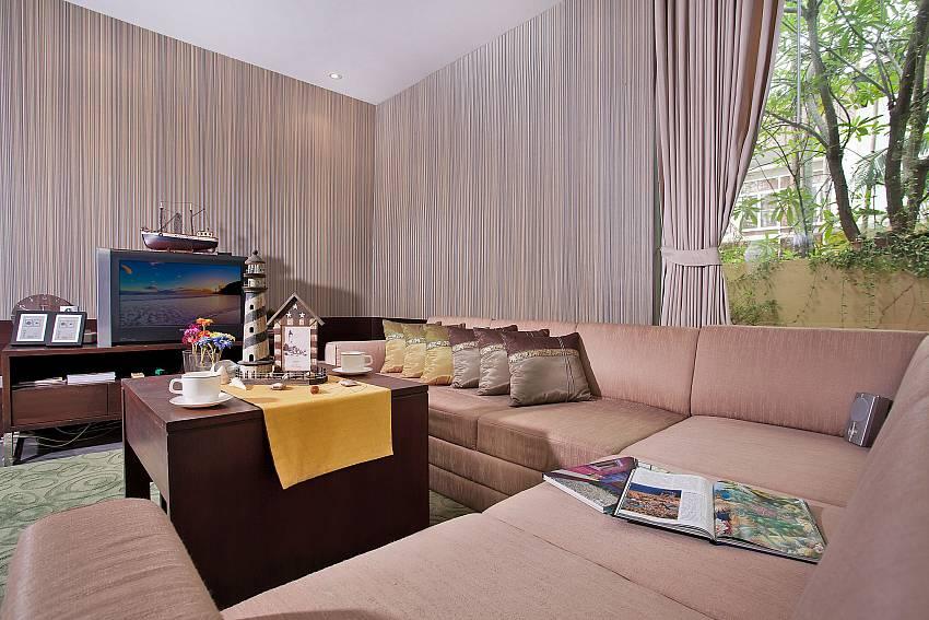 Living room with TV Of Jomtien Waree 2