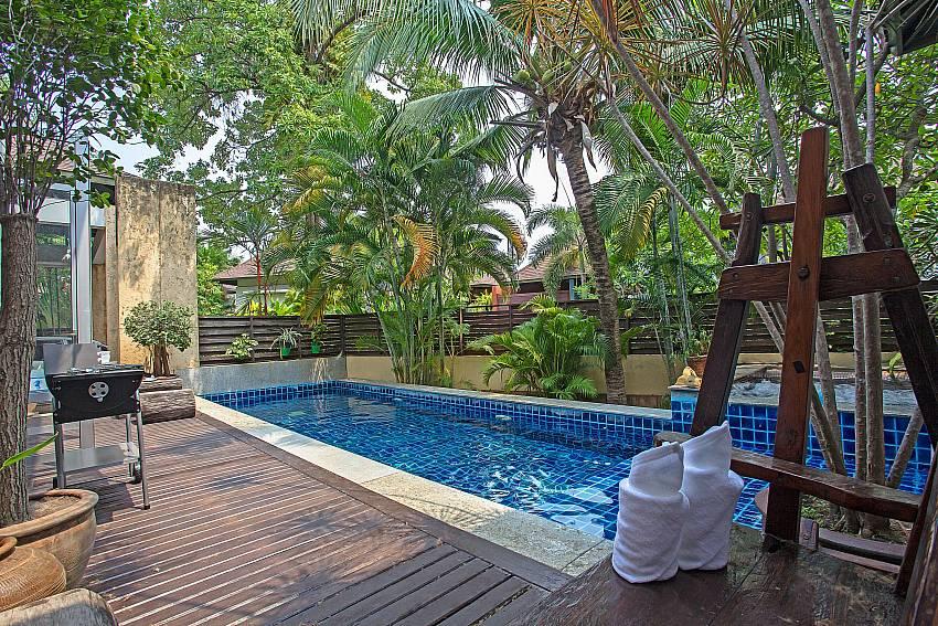 Jomtien Waree 2 Pattaya private pool area