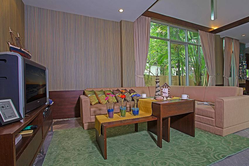Lounge with TV and comfortable sitting at  Jomtien Waree 2 in Pattaya