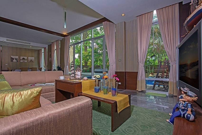 Big open plan living area with pool view in  Jomtien Waree 2 Pattaya