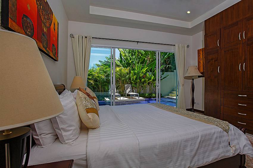 Bedroom with wardrobe near the pool Of Rawayana Pool Villa (First)