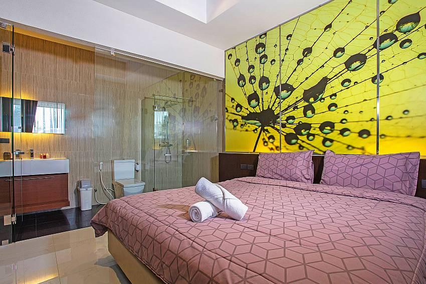 Bedroom with en suite bathroom Of Equilibrium Rawai Villa (Third)