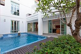 Великолепная вилла с 6-ю спальнями, собственным бассейном с джакузи и бильярдным столом в огромной гостиной в 500-а метрах от пляжа На Джомтьен в пригороде Паттайи.