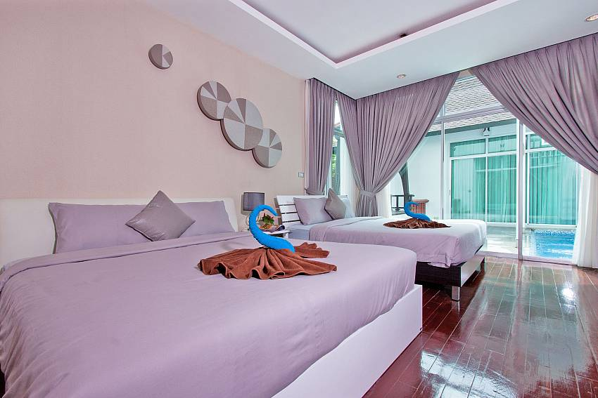 Double bedroom overlooking the pool of Jomtien Waree 9 (Five)