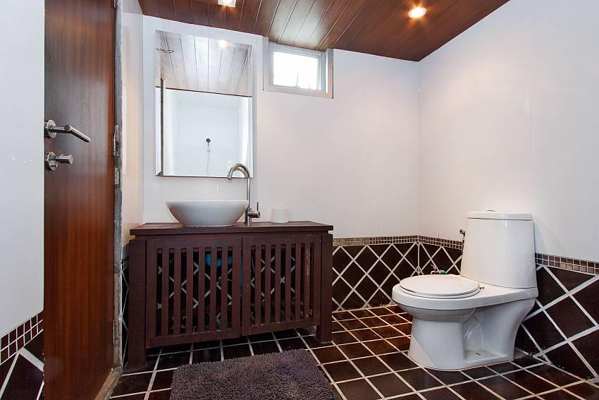 Toilet with basin wash of Jomtien Waree 9
