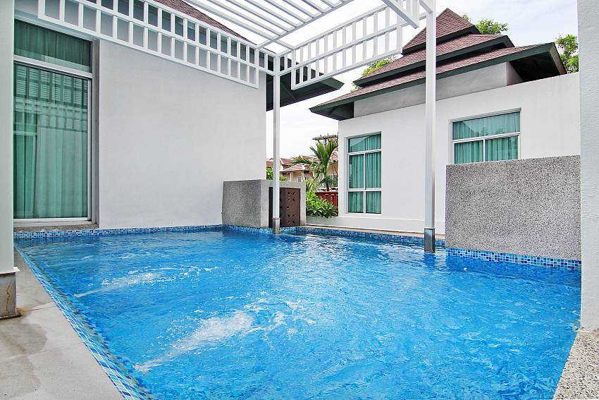 Swimming pool of Jomtien Waree 9