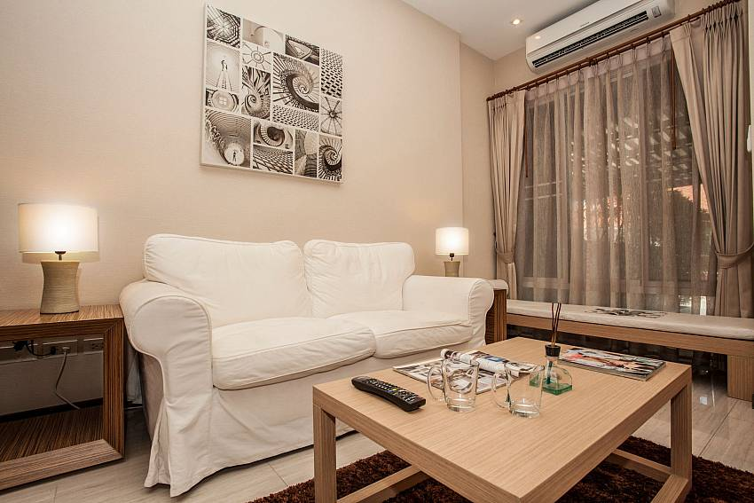Comfortable couch at the 2 bedroom Jomtien LAmore Villa in Pattaya