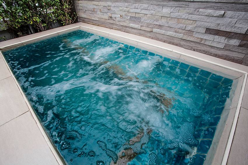 Relax in your garden Jacuzzi at Jomtien LAmore Villa Pattaya