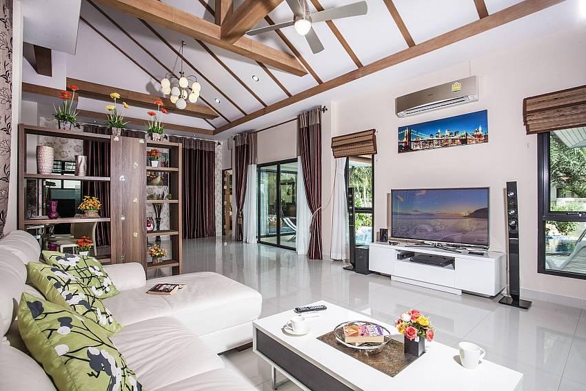 Living room Of Thammachat P2 Laima Pool