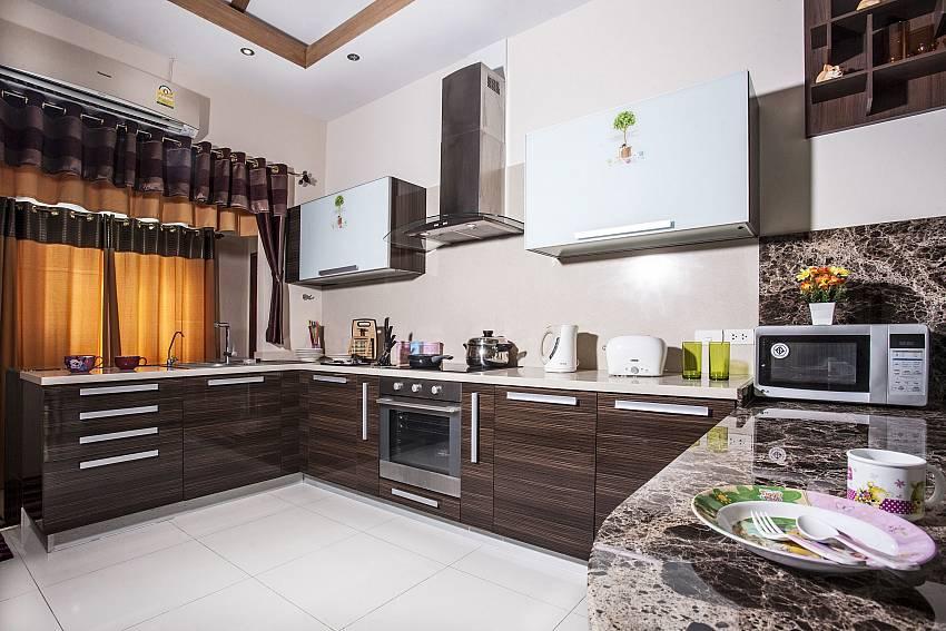 Kitchen room Of Thammachat P2 Laima Pool