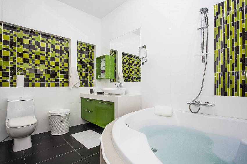 Jacuzzi tub with toilet Of Thammachat P2 Laima Pool