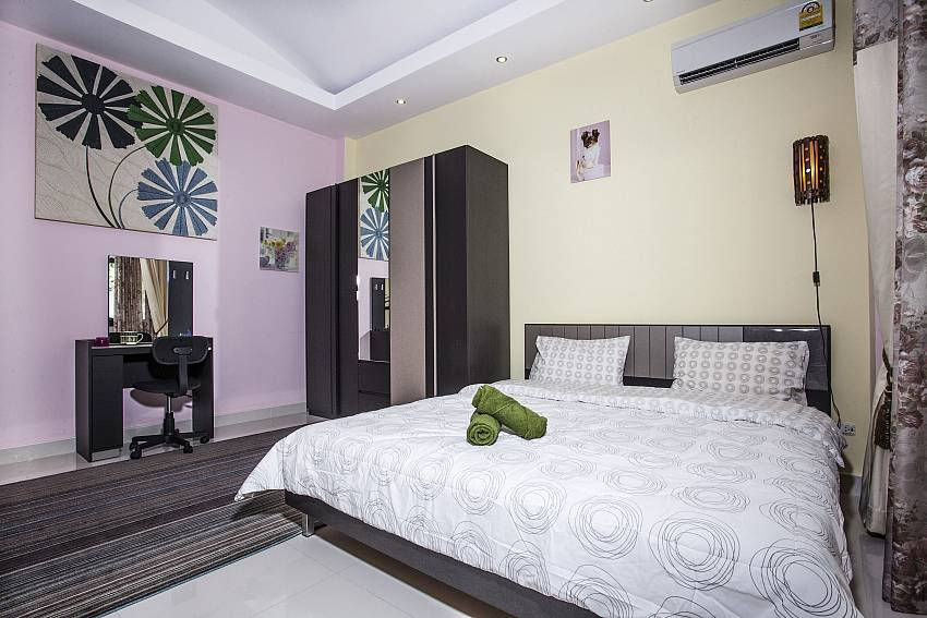 Bedroom with vanity and wardrobe Of Thammachat P2 Laima Pool (Second)