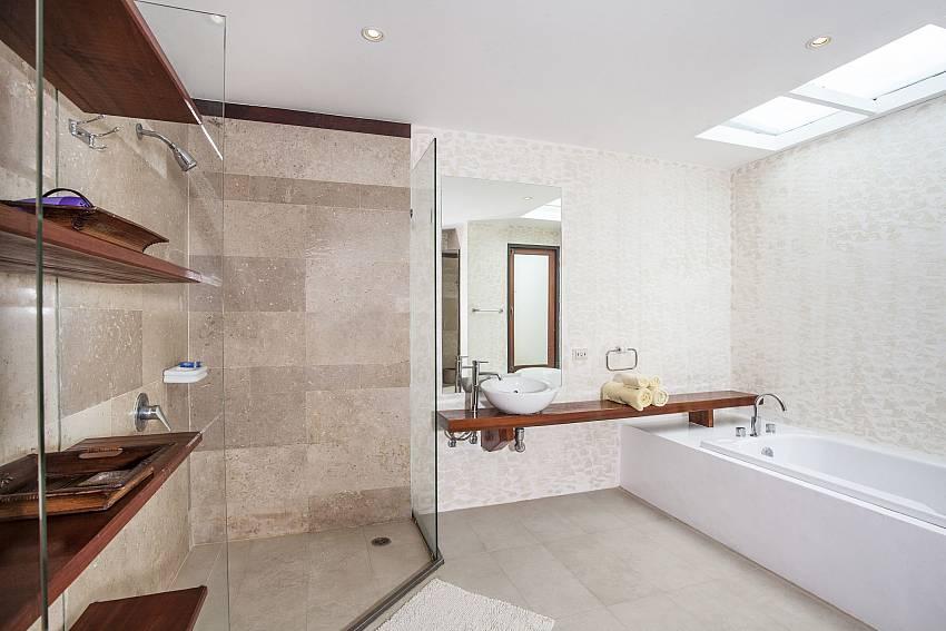 Shelves with jacuzzi tub Of Villa Kanya