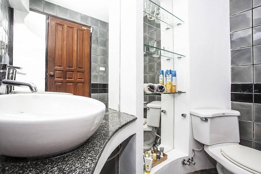 Basin wash with toilet Of Villa Kanya