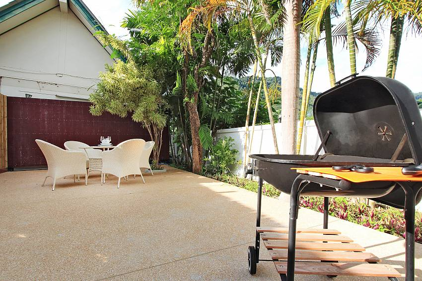 BBQ facility and seat Villa Phawta in Phuket
