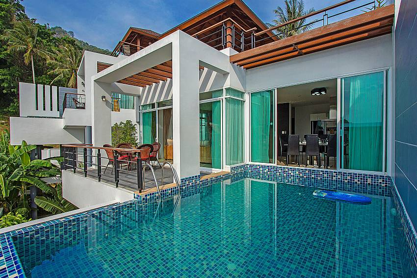 Overall atmosphere edge the pool of Kata Horizon Villa A2