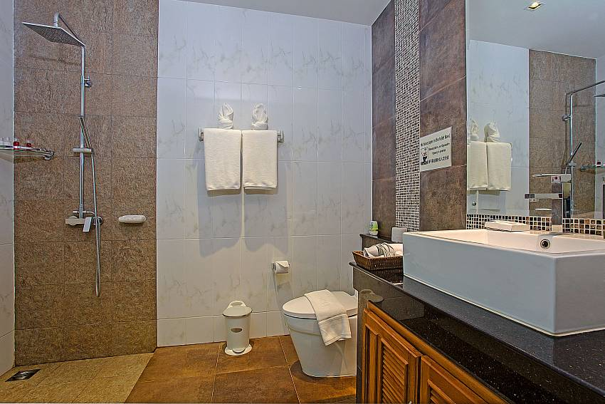 Basin wash with toilet and shower of Kata Horizon Villa A2