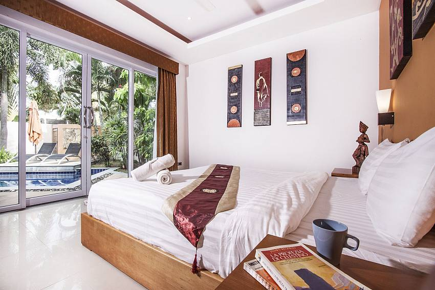 Bedroom near the pool of Villa Lipalia 104