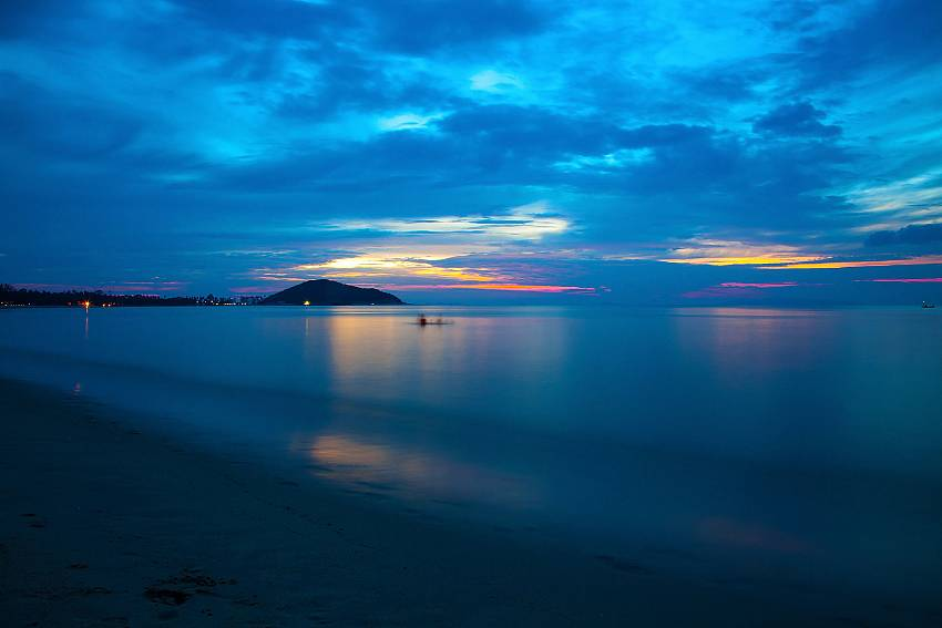 Enjoy a great sunset at the Lipa Noi beach close to Villa Lipalia 104 in Samui