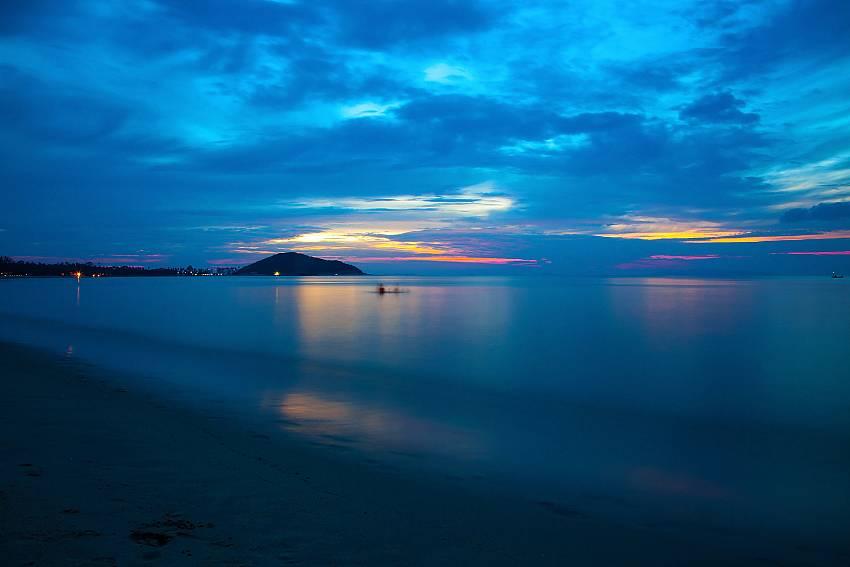 Enjoy a great sunset at the Lipa Noi beach close to Villa Lipalia 104 in Samui