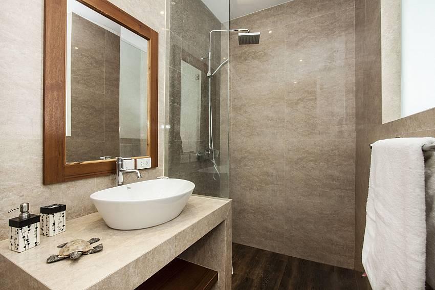 Basin wash with shower of  Banthai Villa 11