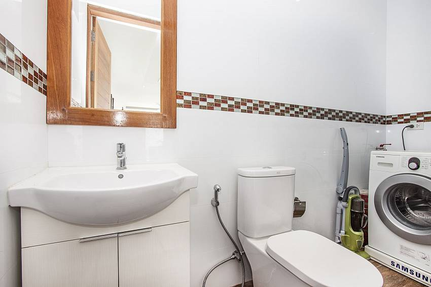 Toilet with washing machine of Banthai Villa 11