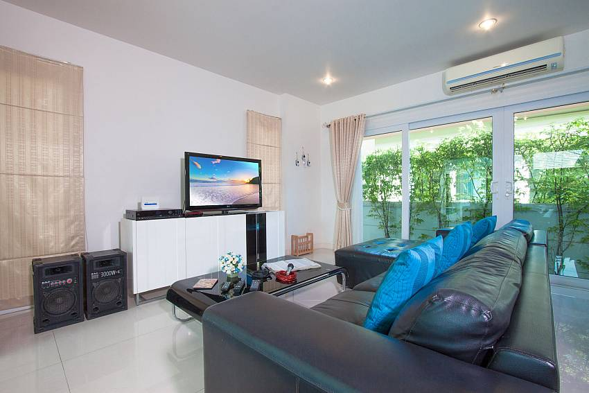 Living room with TV of Villa Kalasea